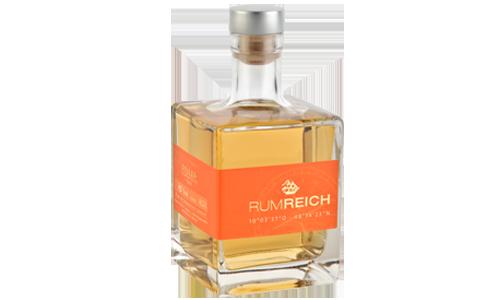 Deutscher Rum in Holzfässern gereift